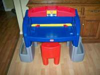 LITTLE TIKES ART DESK - EASEL LIKE NEW, LIGHT WORKS, IT