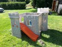 Little Tikes play house and classic castle, very