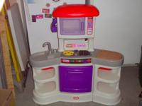 Very Clean Play Kitchen by Little Tikes Stove lights up