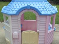 An expandable playhouse that grows to fit a whole host