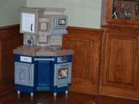Little Tikes corner kitchen. Hardley used. In great