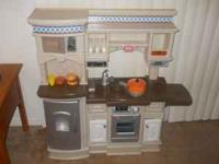 Little Tikes Kitchen in excellent condition. Monique at