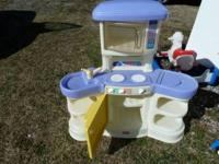 Little tikes kitchen set good condition... call