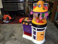 Little tikes Kitchen with table Comes with a little