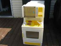 Little Tikes Mini-Kitchen 2 shelves in oven, stovetop