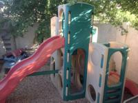This play set has 2 slides, a small tunnel, and