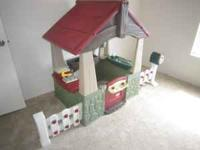 Little Tikes Home and Garden Playhouse Bring out the