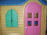 Little Tikes Playhouse in excellent condition. My