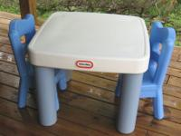 Little Tikes Classic Table and 2 Chairs A kids table