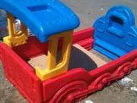 This little tikes train bed is In really good condition
