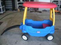 Clean, gently used, UNIQUE little tikes wagon. The top