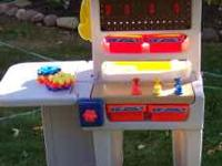 Little Tikes Workshop-excellent condition. $15 Pet-free