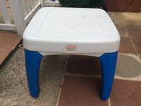 Little Tykes table with 2 pull out drawers, in