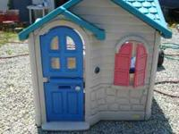 Little Tikes house great condition except for the place