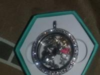 I hve a sterling silver living locket necklace that has