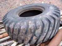 Loader Tire: 20.5 X 25 - L5 12 Ply Very good