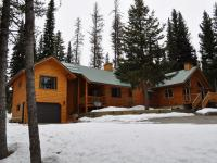Borderingforest service land,this great lodge style