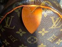 Offering my hardly used Louis Vuitton rapid bag. The