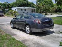I'm selling my Nissan Altima 2009 sl , is rebuilt title