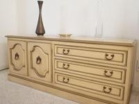 Type: FurnitureLovely and useful utilized Lowboy