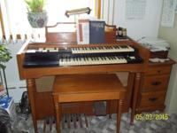 Lowery Electric Organ: Double keyboard, all stops and