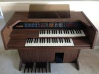 Beautiful walnut finish Lowrey Home Organ with Rythum &