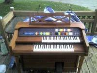 Lowrey Organ Works well In good condition Just want to