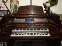 Beautiful Lowrey Rhapsody SU-400 organ - one owner -
