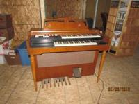 1980's Organ in very nice condition and works great.