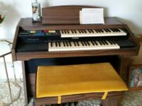 Type:OrganType:LowryBeautiful Lowry Organ with bench,