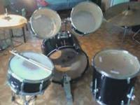 I am selling a 7 Piece Ludwig drum set. (bass, snare, 2