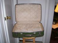 2 pieces of Samsonite Luggage 1 piece is $5.00 the