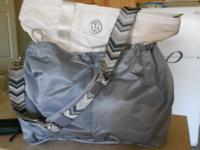 I am selling my brand new Lululemon bag. Purchased at