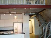 AMAZING, LOFT-STYLE 2 BED/2.5 BATH CONDO CLOSE TO UF &