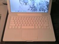 I'm selling my Apple Macbook 15' white color. It works