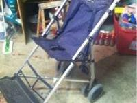 SELLING A VERY STURDY MACLAREN STROLLER!! IT IS MADE