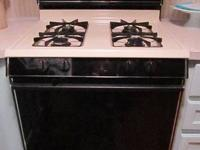 NICE, CLEAN GAS RANGE. SELLING A MAGIC CHEF GAS RANGE