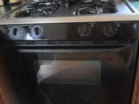 Magic Chef gas stove , super capacity  Good condition,
