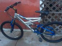 SELLING A NICE MAGNA ALLUMINUM BIKE LIKE NEW- -21