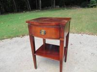 Sturdy 1 drawer mahogany night stand with a bow front.