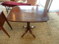 Mahogany side table with perfectly comprehensive base,