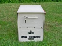 Up for sale 1 Oasis Jr lockable mailbox. Secure and