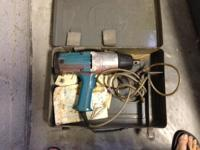 Offered for sale is a lightly used Makita model 6906