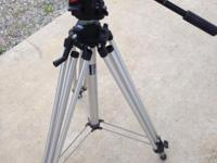 Manfrotto 3046 Tripod with 501 Head. Excellent