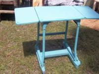 OLD METAL MANICURE TABLE -AQUA     LIKE OLD TYPING