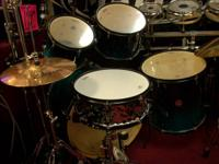 MAPEX PROFESSIONAL   5 PC DRUM SET  LACQUER FINISH