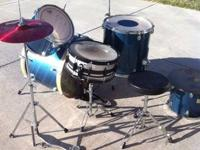 Selling my mapex kit! Lovely surface and sounds so