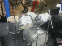 Mapex 5 piece drum kit...list price is $1,199 New out