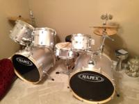 Used set of Mapex 7 piece set with 4 cymbal set. All