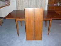 (1) Beautiful rectangular maple drop leaf dining table